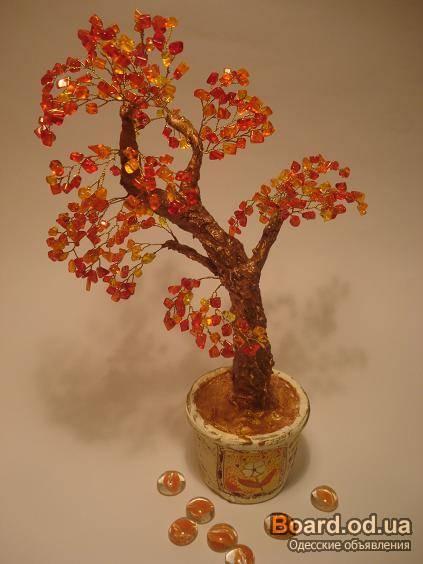 Декоративные деревья из бисера и натуральных камне.