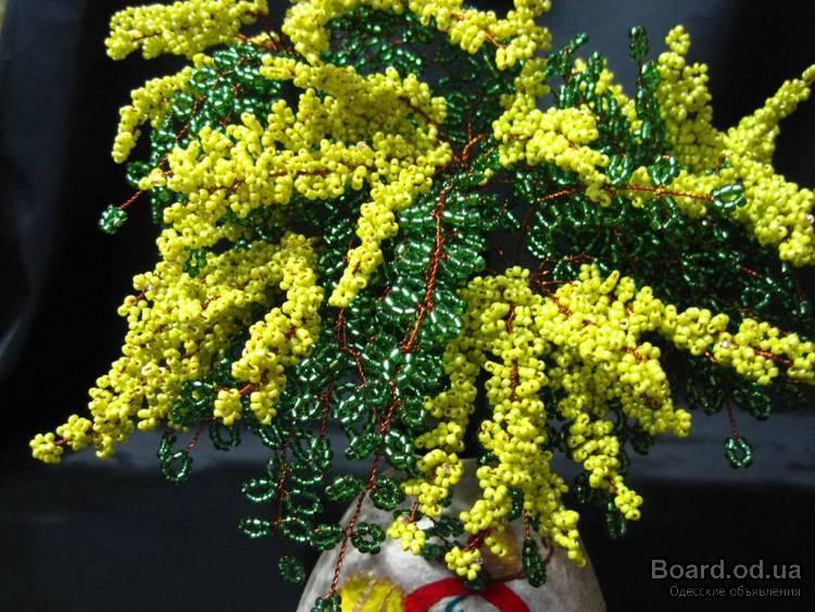 Подарок на 8 марта дерево и цветы из бисера.