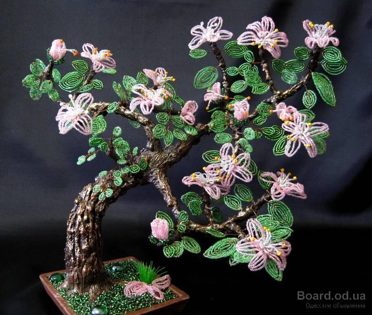Подарок на 8 марта дерево и цветы из бисера!
