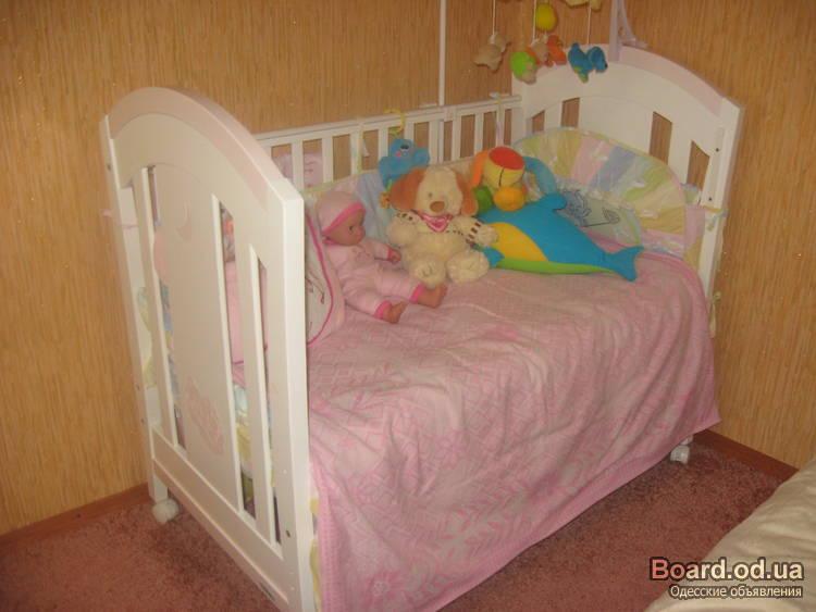 детскую кроватку TRAMA белого цвета.