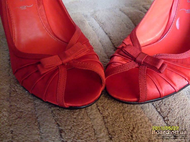 Сногшибательные атласные фирм.туфельки,стиль Louboutin,Англия.Цена шара.