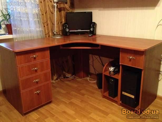 Продам письменный/компъютерный угловой стол!в спросус.