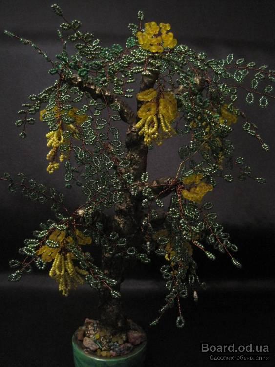 Я тоже хочу похвастаться изделиями из бисера - деревьями, которые делает сестра мужа.  Она и меня этим увлекла...