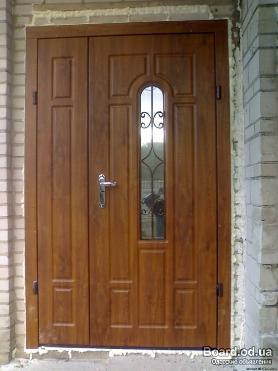 входные двери двухстворчатые белого цвета